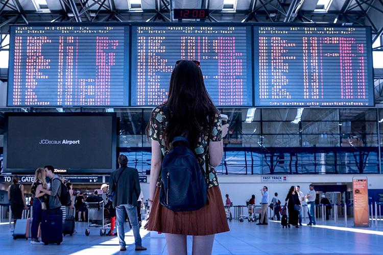 girl-at-airport